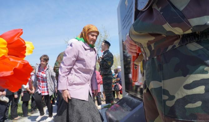 Открытие мемориальной плиты в Новичихе