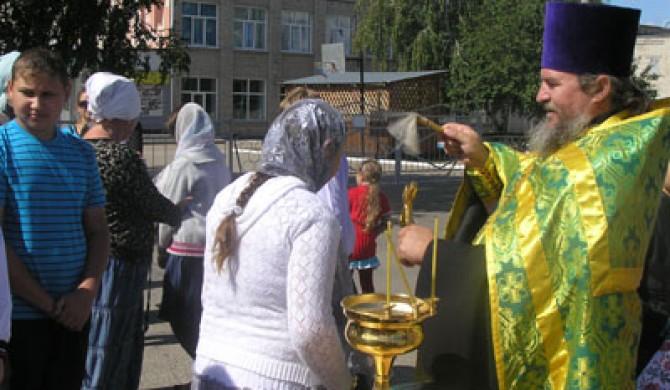 Молебен об учащихся в Новичихе