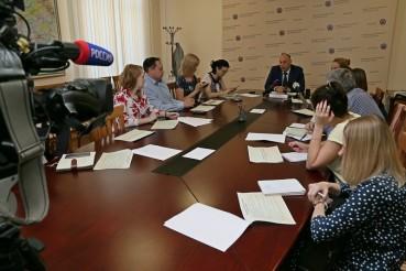 Поправки в закон о краевом бюджете позволят увеличить зарплату бюджетникам Алтайского края