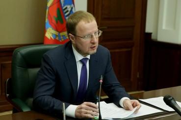 Губернатор Алтайского края Виктор Томенко указал главам муниципалитетов на плохую уборку улиц