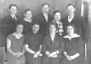 Сотрудники редакции, в нижнем ряду вторая справа Н. М. Таровитова. 1962 год
