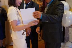 Почетной грамотой администрации района награждается кассир-кадровик С. А. Фелингер