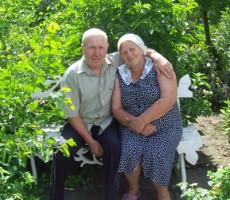 Супруги Богатыревы на своей усадьбе