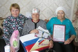 А. Д. Кузьмичева с дочерьми