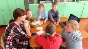 Н. И. Дробина с учащимися 2-3 классов