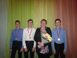 Слева: Палецкий Н., Феденёв Д, Соловиченко С.А., Таравитов В. выпускники класса гитары